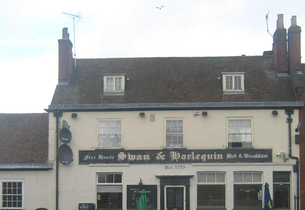 5535-Swan_and_Harlequin_Pub2.jpg
