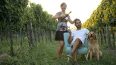 Martin-Diwald-family-in-the-vineyards-768x513