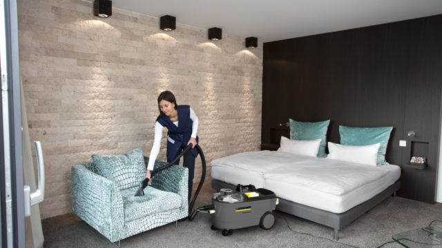 Comfortable carpet cleaning with Kärcher  - Puzzi_100_hotel_app_4_CI15-96869-300DPI