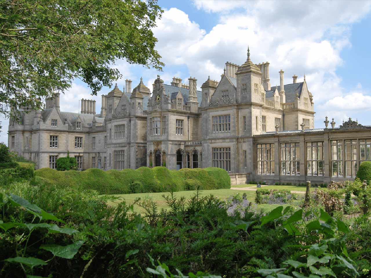 stoke-rochford-hall