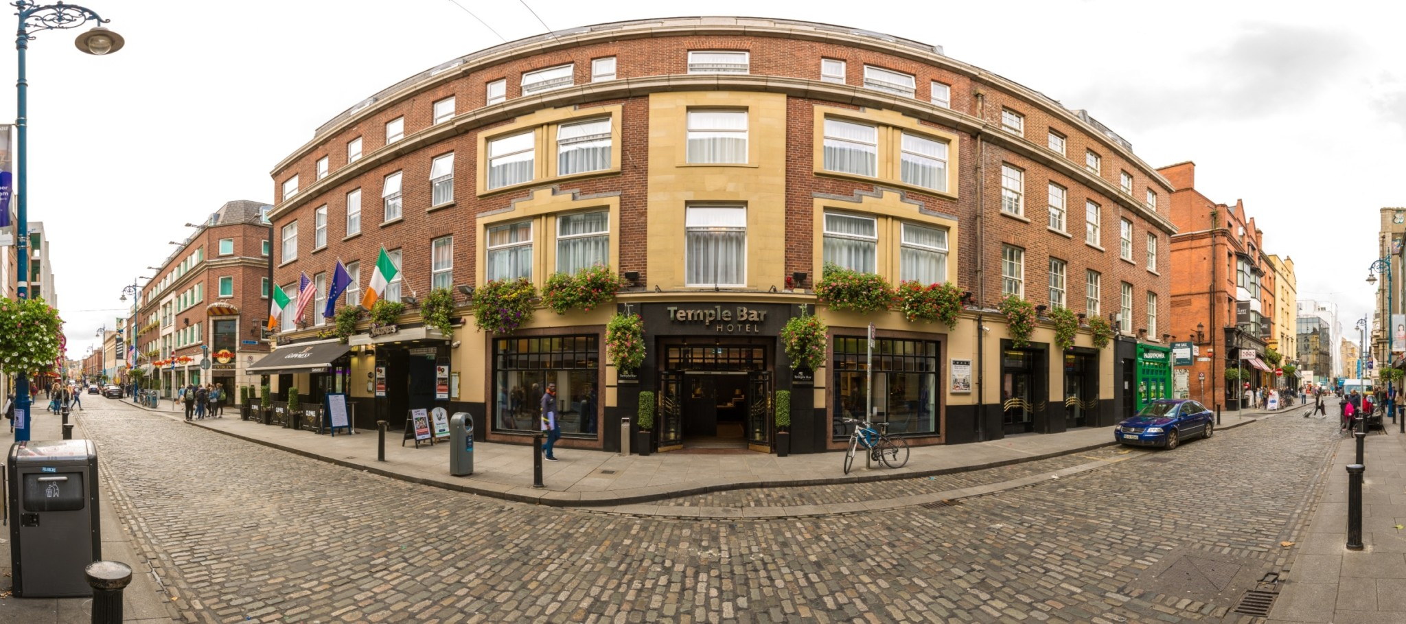 Temple Bar Hotel Exterior -Pano (resized)
