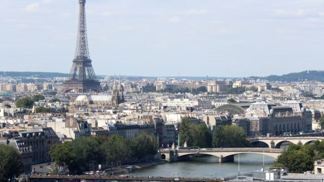 Seine_and_Eiffel_Tower_from_Tour_Saint_Jacques_2013-08