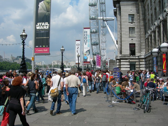 A_Busy_Pavement_on_The_South_Bank_-_geograph.org.uk_-_463982