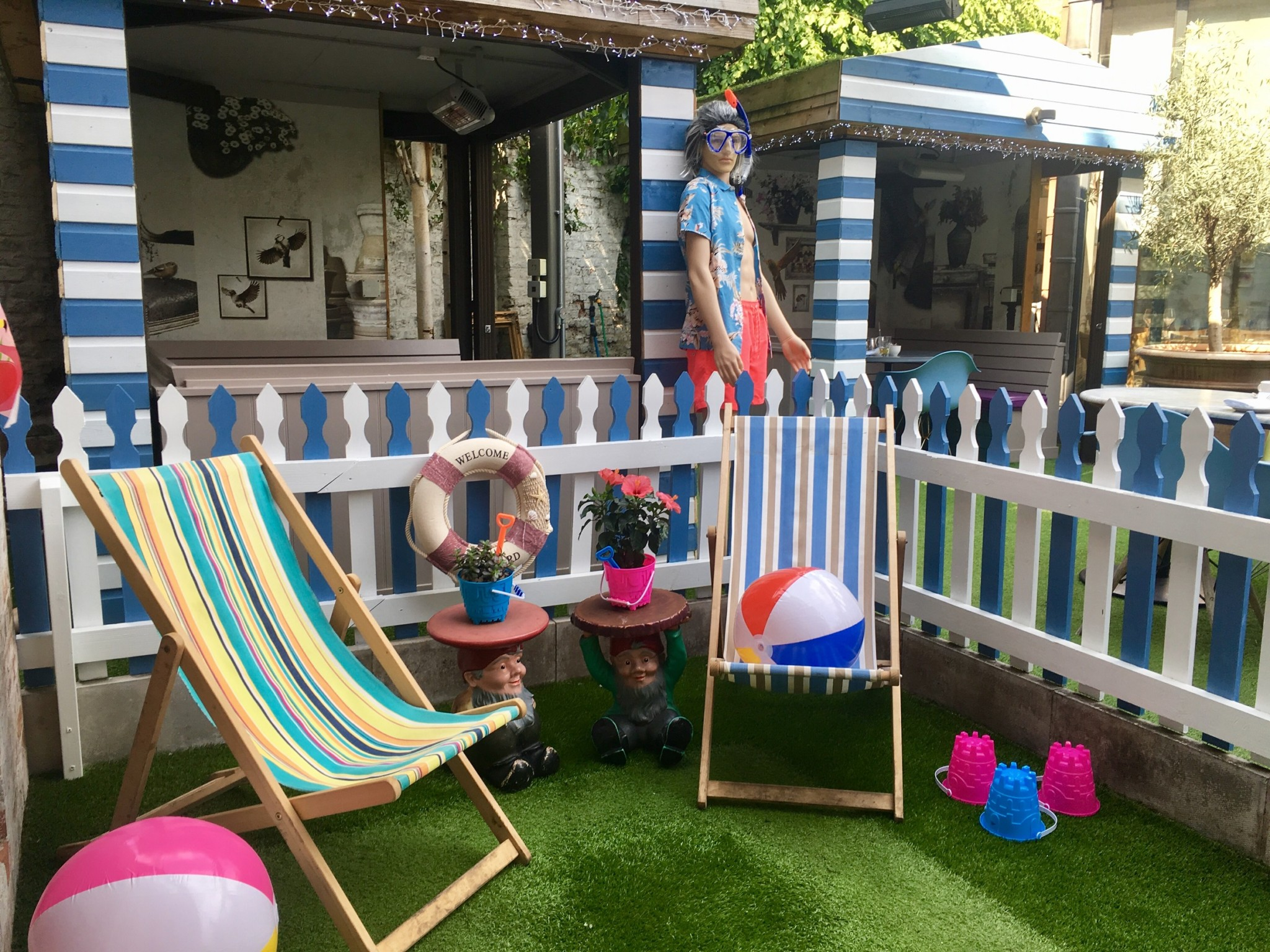 Oddfellows Chester goes Paddling deckchairs