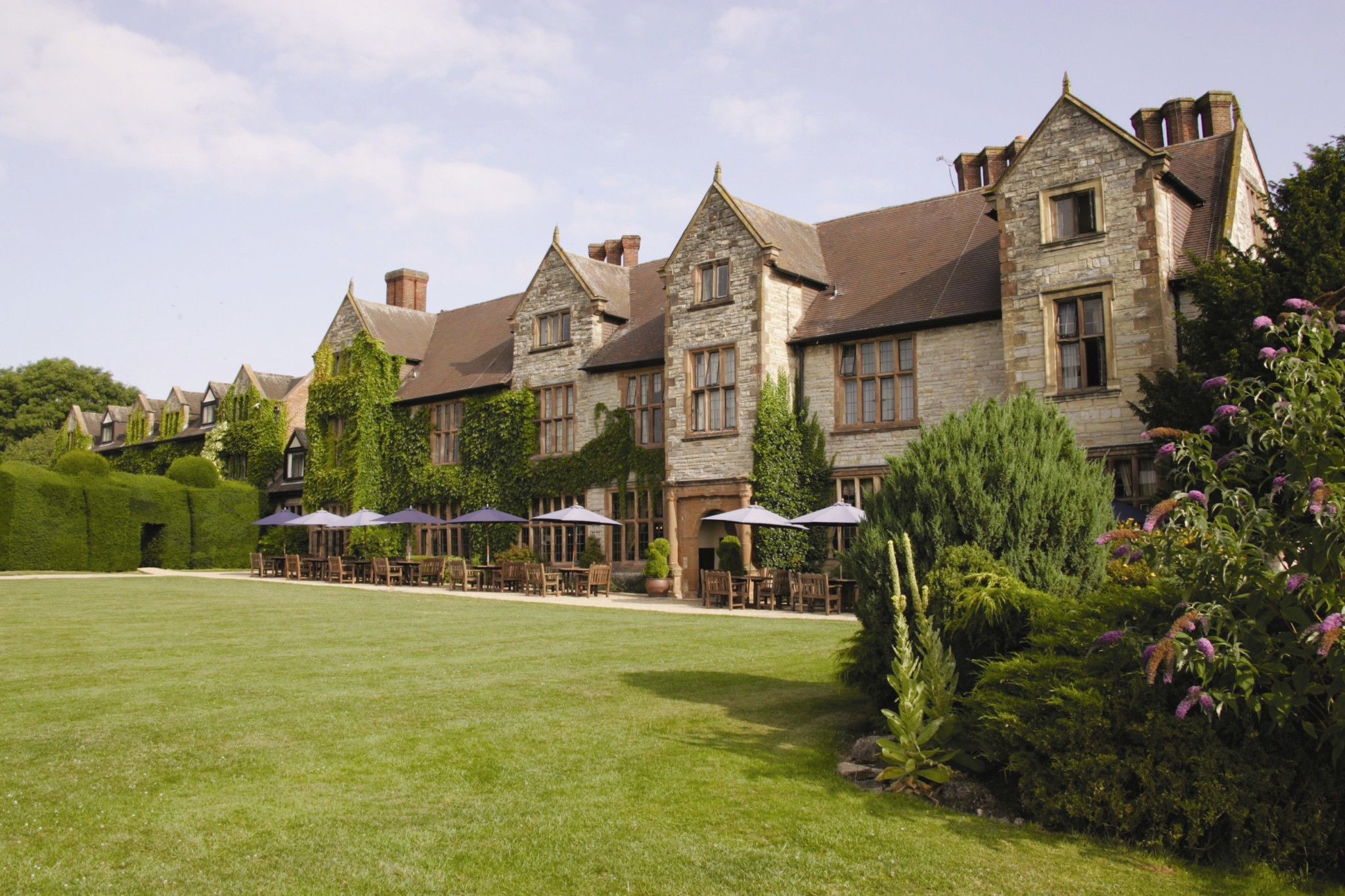 The hotel collection has sold the four star billesley manor hotel on the outskirts of stratford upon avon to an overseas private investor