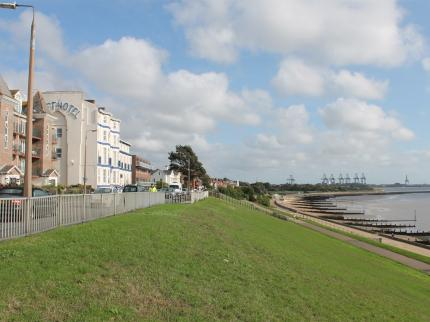 the-cliff-hotel-harwich-270120170429325448-4