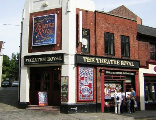 Lincoln-Theatre_Royal-pic-wikipedia_geograph.org_.uk_-_47186-700x455