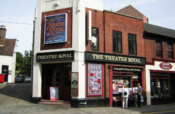 Lincoln-Theatre_Royal-pic-wikipedia_geograph.org_.uk_-_47186-700×455