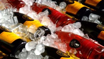 Sparkling_wine_on_ice