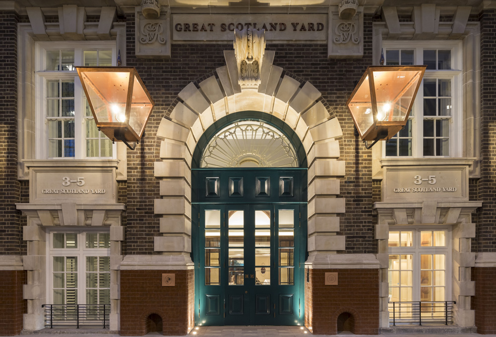 GreatScotlandYardHotel,nightmainentrance