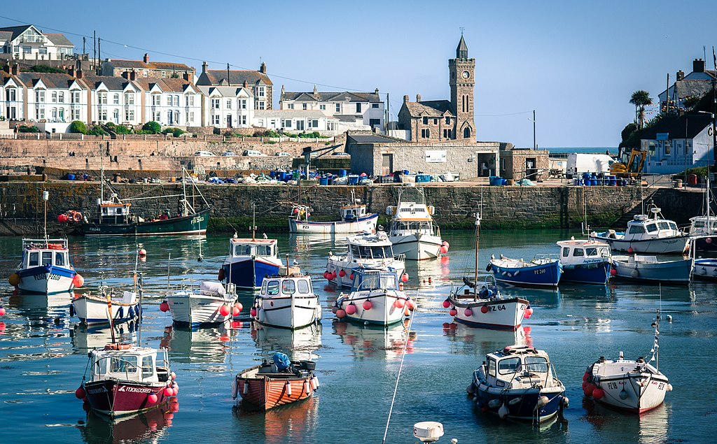 1024px-Porthleven_Harbour_2017